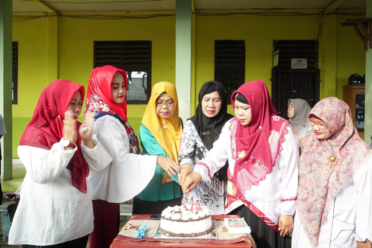 Peringatan Hari Guru Ke 74 Di SMK Bina Banua Banjarmasin